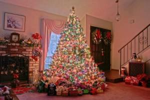 Как красиво украсить елку?