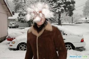 Как играть в снежки?