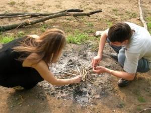 Как разжечь костер без спичек?